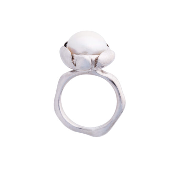 BLOSSOM large ring with white freshwater pearl