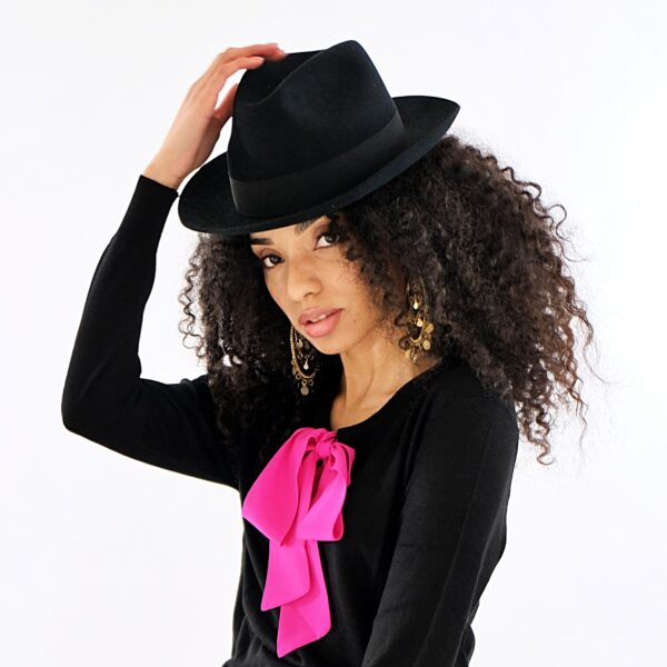 Black jumper with pink Pussy-Bow jumper in Silk and Cashmere Mix