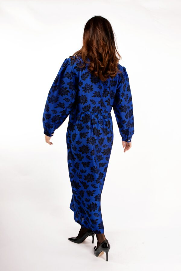 Blue pussybow midi silk dress with black print