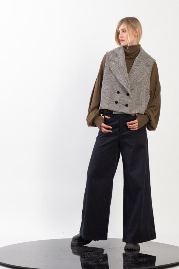 Double breasted sleevless Jacquard jacket
