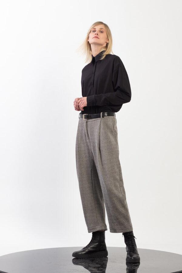 Low crotch Pleated pegged pants